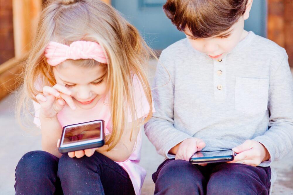 Wpływ smartfonów i innych urządzeń mobilnych na dzieci